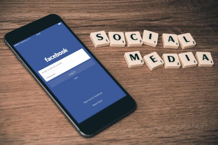 Ontslag door schelden (op social media)